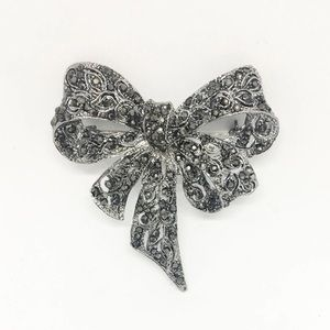 bijoux Jewelry - Antiqued Bow Brooch